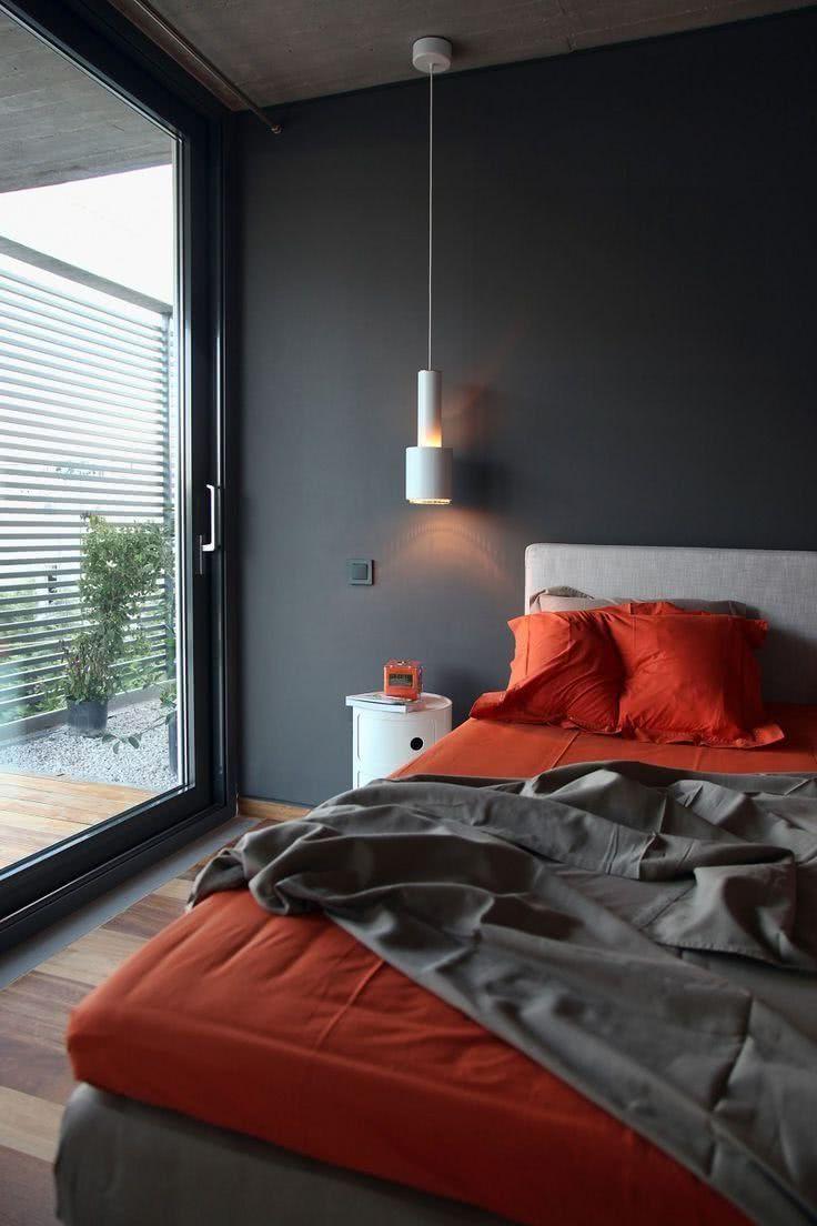 Habitacion Gris Suelos De Madera Sabanas Y Almohadas En Naranja Home Room Design Bedroom Bed Design Luxurious Bedrooms