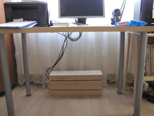Desk+With+Cable+Management