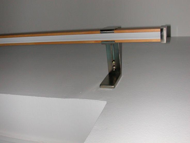 Szimpla rudas rúdkarnis, bükk színben. Az ár tartalmazza az 1 db rudat csúszkával és akasztóval, 2 db oldalfali konzolt mágneses csavartakaróval és a végzárókat