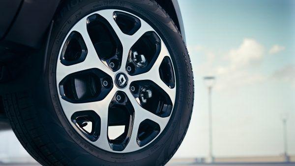 """Rodas de liga leve 17""""    O novo Renault CAPTUR já sai de fábrica com rodas de liga leve aro 17"""" e com acabamento diamantado na versão Intense."""