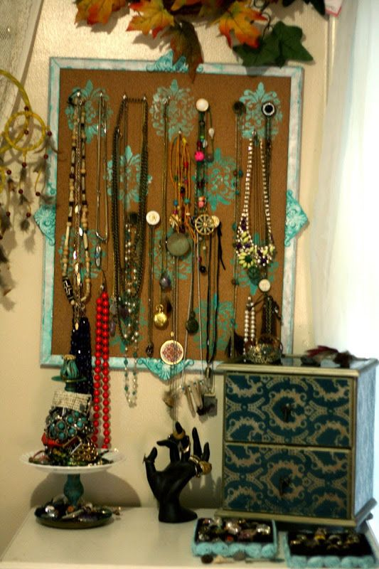 Talk2TheTrees: How To Make A Jewelry Hanger From A Cork Board!