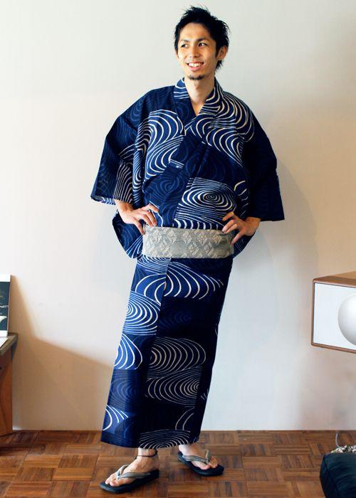 kimono-labo: 《今日の着物コーディネート》本日は珍しく(?)メンズ浴衣のご紹介です(^-^)京都のテキスタイルブランド『yuugi(ユウギ)』のデザインゆかた。日本の伝統的な渦波(うずなみ)の柄を現代風にアレンジした、シンプルながらも存在感溢れる逸品♪和装は日本男児をカッコ良く見せてくれる、最強のおしゃれ服だと思います(^-^)☆!