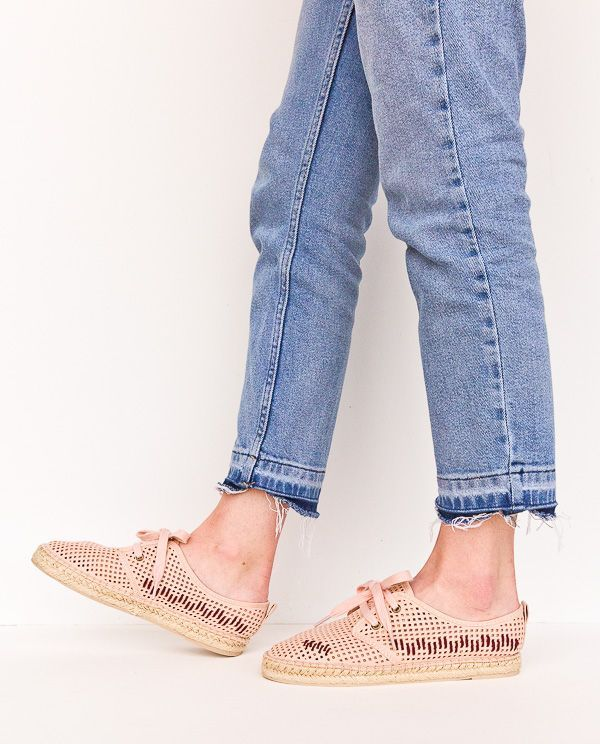 97fa914c2e82 DIY shoe makeovers for spring (minimal embroidered stripes idea). Click  through for all three tutorials.  shoemakeover  diyshoes  diy  fashion   ...