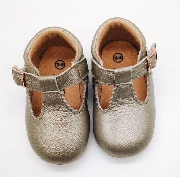 Our gorgeous Jagged T-Bars are a must have! Made with 100% super soft cow leather, premium soles and featuring our signature rose gold buckle, made especially for us! Designed in Australia.Outer: Leather / Inner: Fabric Small (6-12m) 11.8cmMedium ...