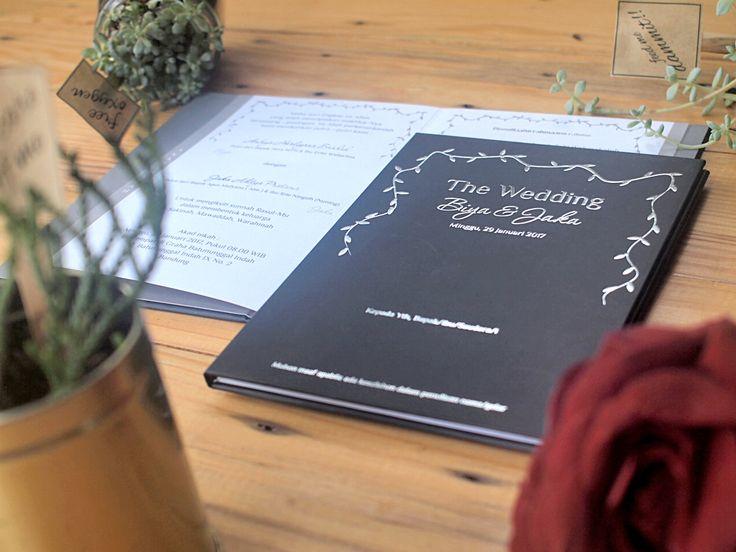 Glamour Black Invitation with design like a shiny lamp very wonderful ❤💐💍 . . . #wedding #invitation #black #glamour #shine #lamp #elegant #hard #cover #samarista #bandung #indonesia #undanganpernikahanmurah #undanganpernikahan #undangansweetseventeen #bukupengajian #weddingplanner #weddingorganizer #photographer #art