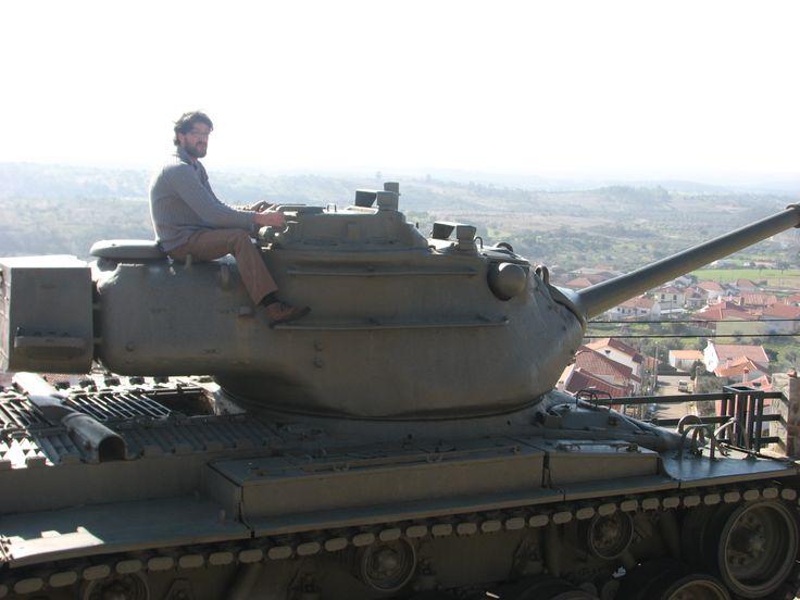 Si paso al lado de un tanque aparcado en una plazita... ¡pues me subo!