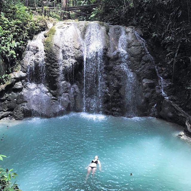 Après 2 semaines à découvrir les Philippines on a décidé de terminer notre dernière semaine à Siquijor ❤Beaucoup de personnes que nous avons croisé sur la route nous l'avaient conseillé et on regrette carrément pas, c'est un petit coin de paradis ! Cathy #siquijor #philippines