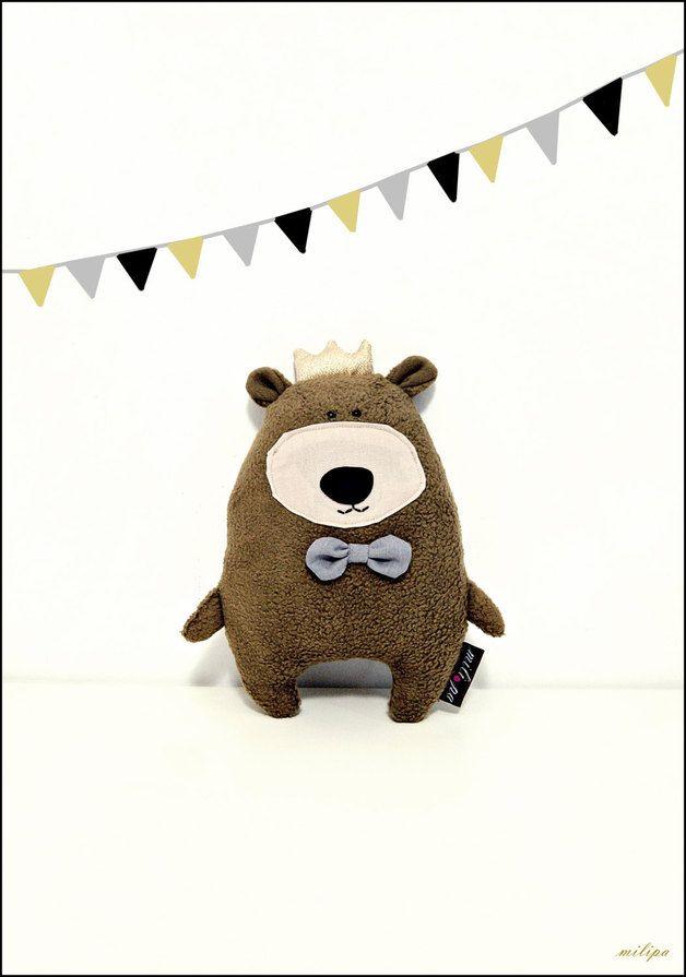 König Bär lädt zum Tänzchen ein, Kuscheltier / cuddly toy, cute bear by milipa via DaWanda.com