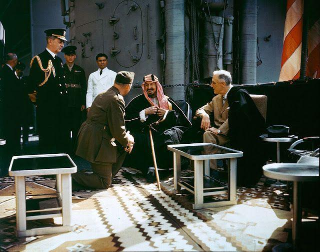 "Raja Saudi tolak Yahudi di kapal perang AS  Raja Abdulaziz bertemu presiden FDR (kanan)  Sebuah pertemuan berlangsung pada 14 Februari 1945 di kapal jelajah Angkatan Laut AS di Danau Besar Bitter Terusan Suez. Presiden AS FD. Roosevelt singgah ke wilayah Arab sepulang dari konferensi Yalta. Dimana ia telah bertemu pemimpin adidaya lain pemenang Perang Dunia II Josef Stalin dari Uni Soviet dan Perdana Menteri Winston Churchill dari Inggris Raya. Di Terusan Suez Roosevelt ""hanya"" akan menemui…"