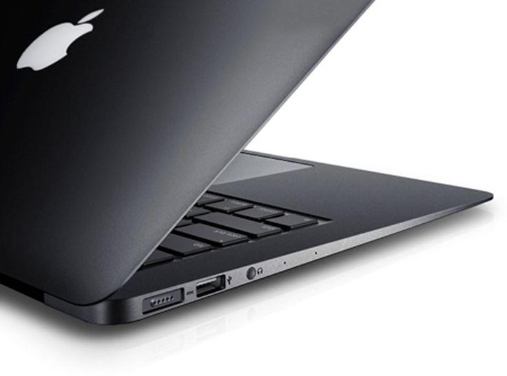 """Macbook Air 2014 in schwarz - unglaublich schick  - http://apfeleimer.de/2014/03/macbook-air-2014-in-schwarz-unglaublich-schick - Beim Apple Macbook Pro und Macbook Air passt das iPhone Motto """"Gold is best"""" nicht wirklich, für ein schwarzes Macbook Air könnten wir uns jedoch wirklich begeistern. Mike Wehner zeigt uns auf TUAW ein solches Macbook Air in schwarz. Während Apple in der Vergangenheit das Macbook in d..."""