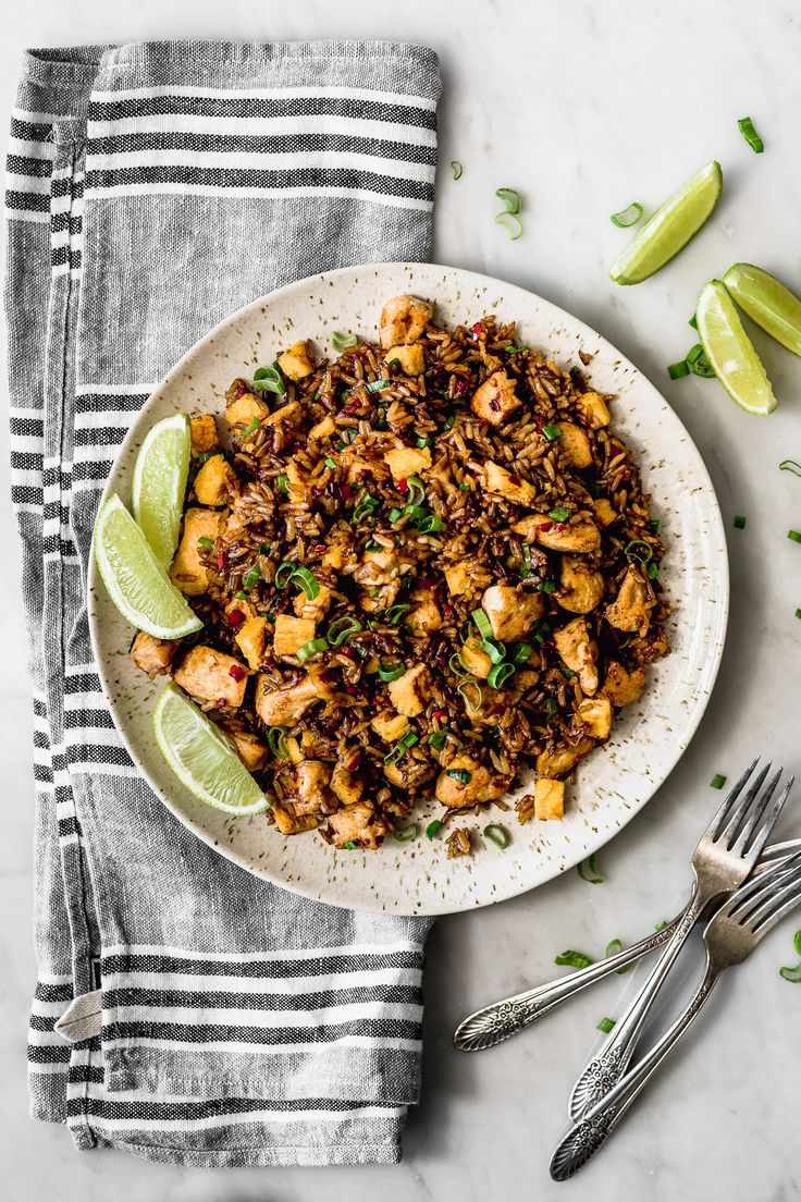 "This classic Peruvian Fried Rice or ""Chaufa"" is amazingly delicious and is done in a second. I love its flavours and I could eat a whole bucket of it. Peruvian Fried Rice Recipe, Peruvian Recipes, Rice Recipes, Healthy Dinner Recipes, Cooking Recipes, Water Recipes, Grilling Recipes, Peruvian Cuisine, Arroz Frito"