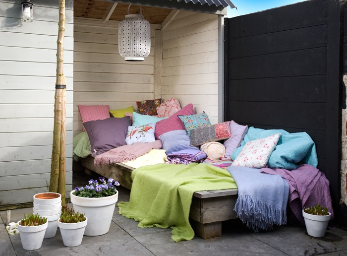 Day bed outside