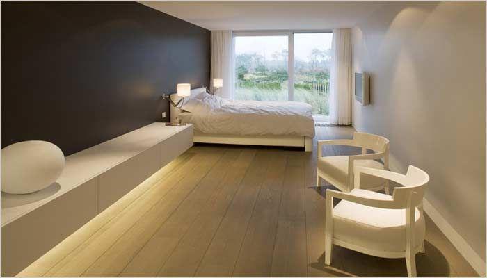design appartement slaapkamer met zicht op zee en indirecte verlichting