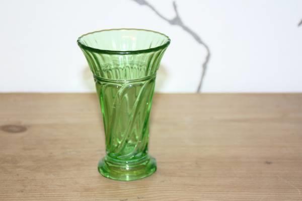 Grøn Blomster vase Skjold nr 678 14 cm høj