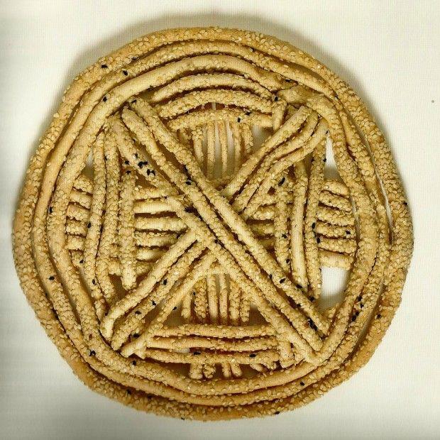 """Πλουμιστά Γαμήλια Ψωμιά της Κύπρουαπό το βιβλίο της Δωρίτας Βοσκαρίδου """"Το Πλουμιστό Ψωμί της Κύπρου"""", εκδ Νόστος. Βρίσκονται στο Μουσείο Το Πλουμιστό Ψωμί στη Λεμεσό"""
