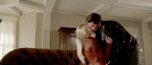 Captain Swan 6x01 sneak peek - THE STEAMINESS! 😍
