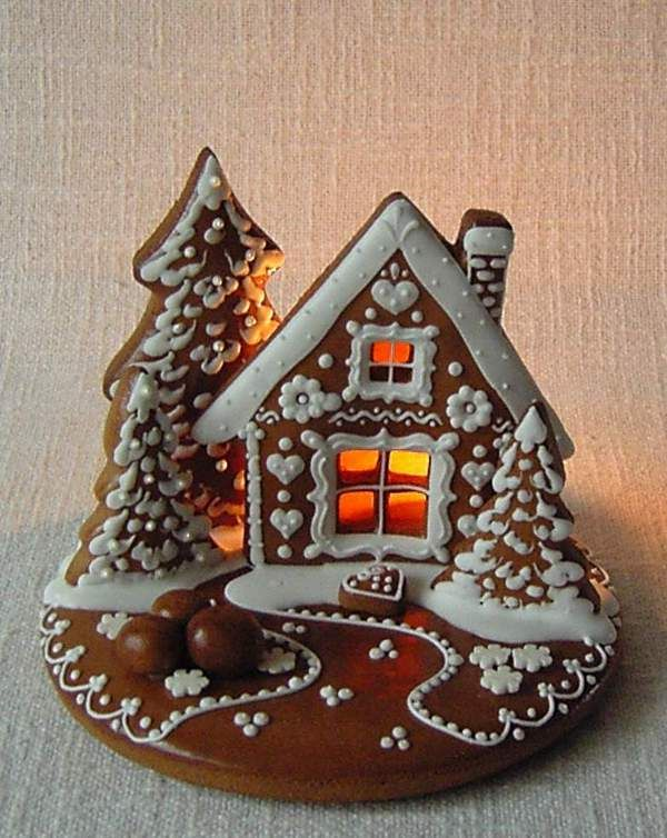 I think this is a great idea without the fuss of constructing an entire house - it's just a scene and the choice of decoration is perfect. perníková chaloupka maličká