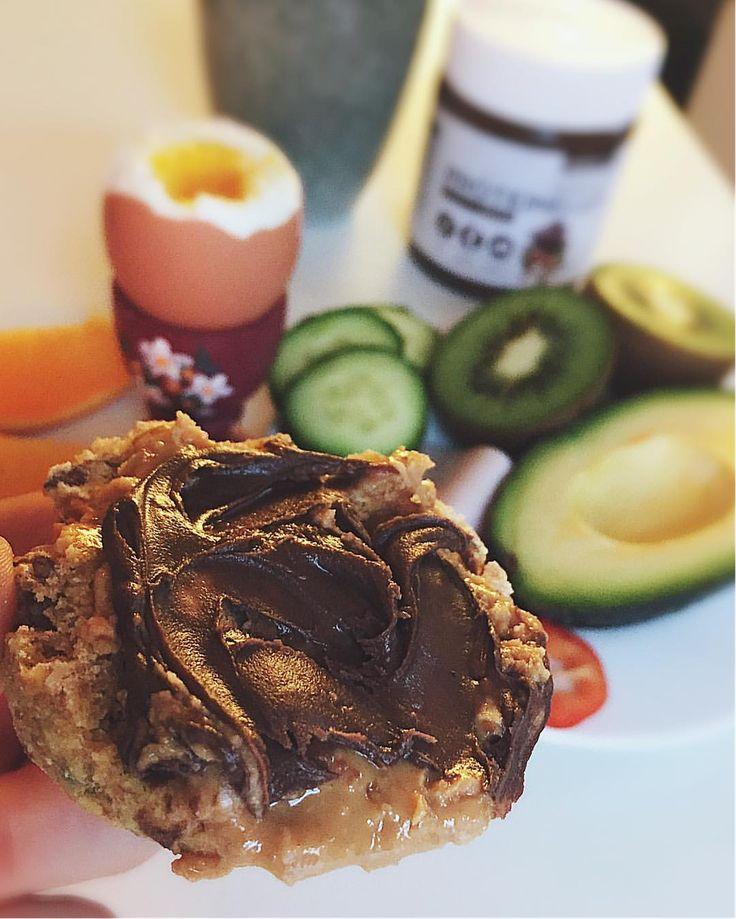 Se det här fotot av @sunnkostnorge på Instagram • rundstykke med Proteinella og peanøttsmør🙆 bodylabse bodylabdk jordnötssmör kvargscones scones