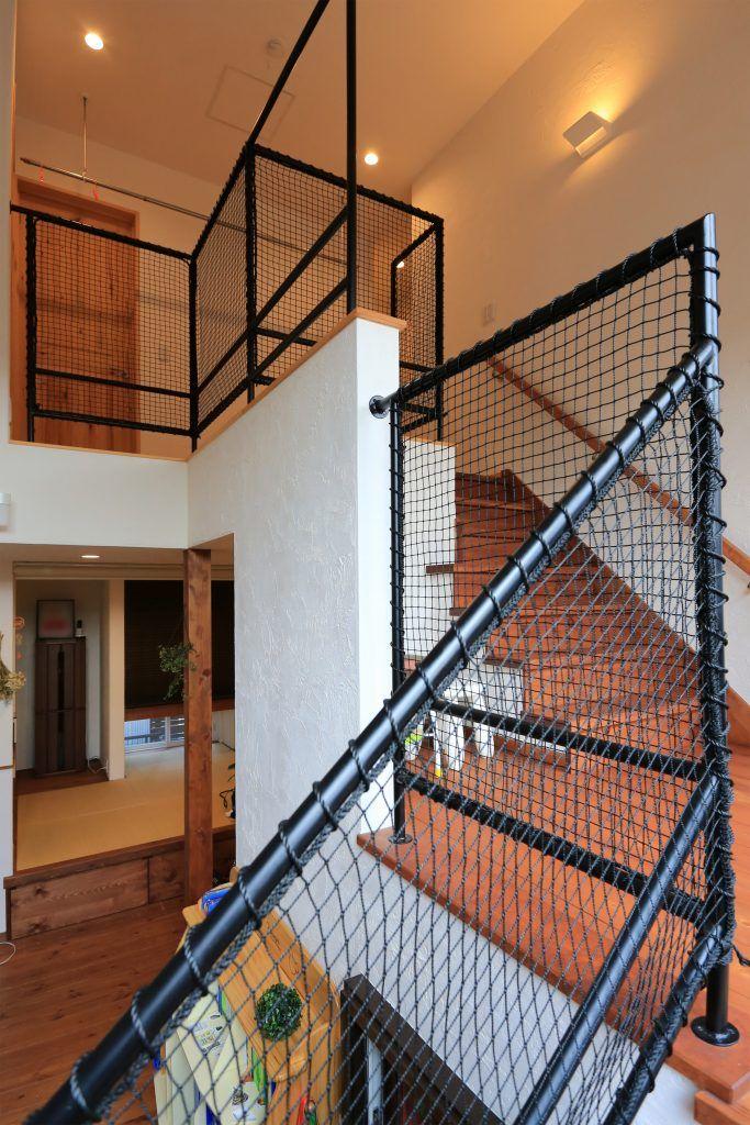 ルーフバルコニー 中2階 で暮らしを楽しむ家 手すり 階段 家
