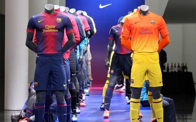Las nuevas camisetas es uno de los máximos reclamos de la tienda del club | Foto: V.ENRICH    Esteticamente no me convencen.Pero el Barça es el Barça