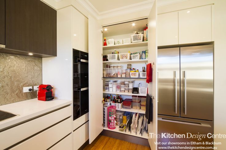 A contemporary kitchen: practical and sophisticated in every way. www.thekitchendesigncentre.com.au @thekitchen_designcentre