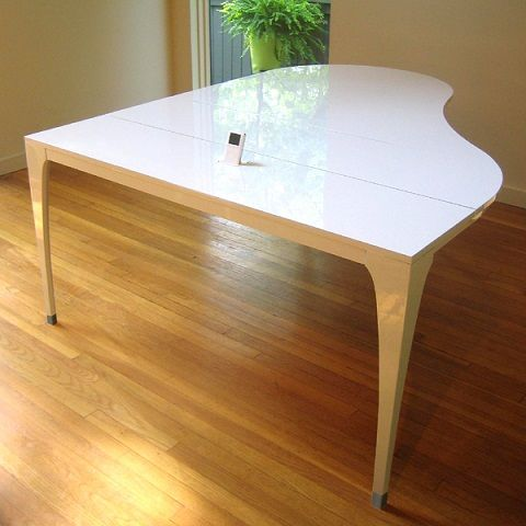 """Marzua: Mesa con forma de piano """"Concerto Table"""""""