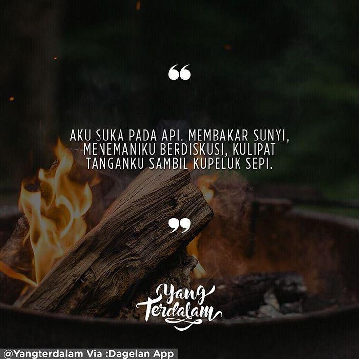 Berdialog bersama malam, menunggu dirimu yang tak kunjung pulang.  Kiriman dari @irvanrnld  #Berbagirasa  #yangterdalam #quote #poetry #poet #poem #puisi #sajak