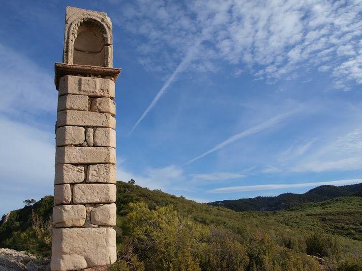 Peirón del convento del Desierto de Calanda. Fotografía de Anjolm, 2010, publicada originalmente en Panoramio (servicio de Google desaparecido)