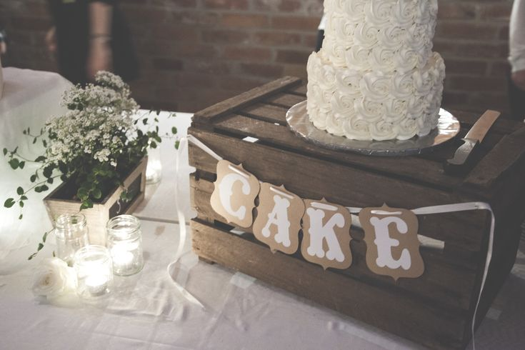 Rustic wedding decoration cake