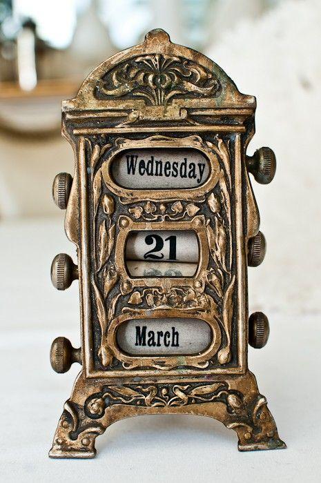 Antique mechanical calendar