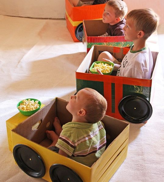 Drive In Movie met de kleintjes. Voormiddag: auto knutselen Namiddag: Pop-corn maken film kijken