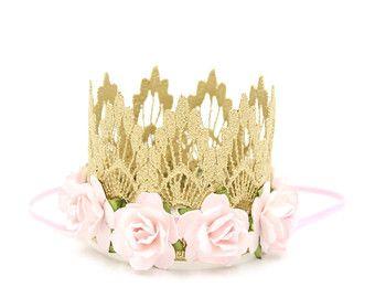 Listo para barco || Mini Sienna con flores de color rosa pálidas || diadema de encaje de oro corona ||
