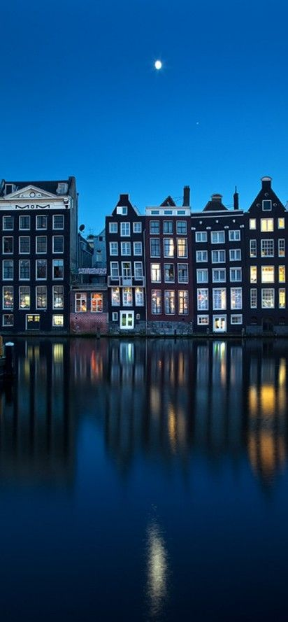 Moon over the River Amstel in Amsterdam, Netherlands • photo: Artem Savateev on Facebook