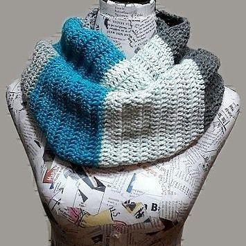 Bufanda infinita #infinityscarf #bufandainfinita #tejido #tejiendo #crochet #crocheting #tejeresmisuperpoder #crochetlove #crochetaddict #crochetaddicted #crochetlife #lana #wool #caroncakes #handmade #madeinchile #crocheter #crocheteveryday #ilovecrochet