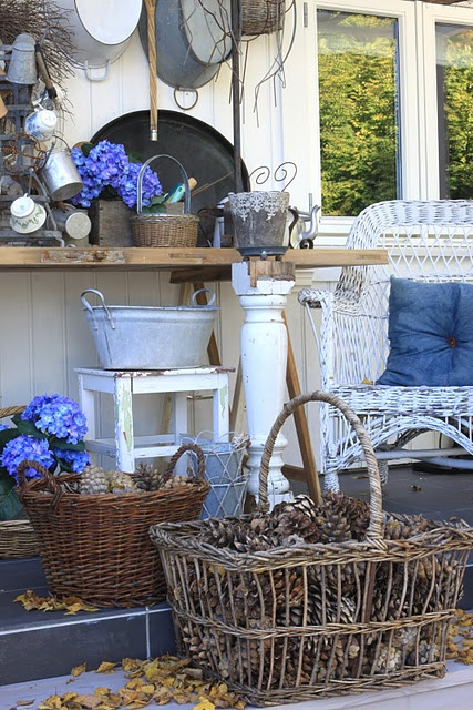 Blue n White charm: Country Room, Autumn Leaves, Blue, Shabby Chic, Pine Cones, White Decor, Gardens, Back Porches, Baskets