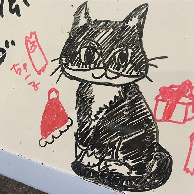 scribble on the white board  落書きぼんちゃん クリスマスプレゼントは、ちゅーるかな(*≧∀≦*) #happynecolife #可愛い猫 #cats #ねこ #cat #blackcat #白黒猫 #cute #lovecat #保護猫 #猫 #mycat #甘えんぼ #黒猫 #catslover #catstagram #猫写真 #写真好きな人と繋がりたい #愛猫 #cat #ネコ #可愛い #ニャンスタグラム #ペコねこ部 #にゃんすたぐらむ #黒白猫