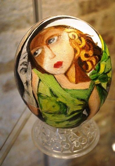 """""""Ispirazione Tamara"""" - Uovo di struzzo realizzato con colori a olio –  riproduzione di """"Tamara Lempicka"""""""