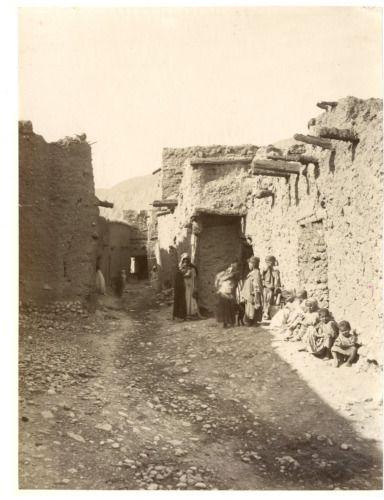 Algérie, El Kantara, Enfants arabes dans une rue Vintage albumen print. Tira