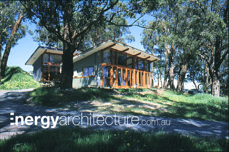 Bioclimatic design Small ecological footprint; split-level pavilion design  Passive solar features include:  closeable connecting courtyards skillion roofs sloping up to North, with high level clerestory windows thermal mass in rammed earth walls and earth embedded walls trombe wall