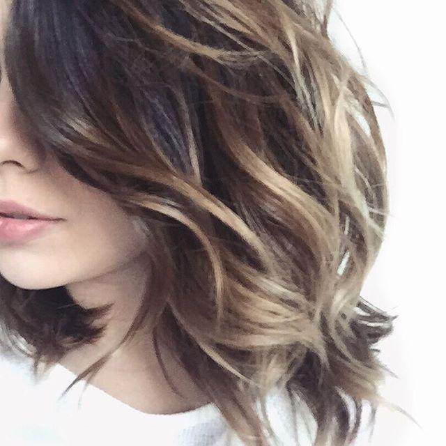 Melon cabelon! Estou na vibe volume no cabelo! E estou usando o queridinho Sea Salt Spray da Lee Stafford pra dar essa textura! Você pode usar no cabelo molhado e secar com o difusor, ou só ir amassando com as mãos mesmo. Pode finalizar algumas mechas com baby liss! Pode usar no cabelo seco pra salvar daquele #badhairday. Teste a melhor forma para o seu cabelo! #hair #instahair #hairstyle #waves #cabelo #seasaltspray #leestafford #longbob #waveshair #beachhair #boadeblush #weblogbr…