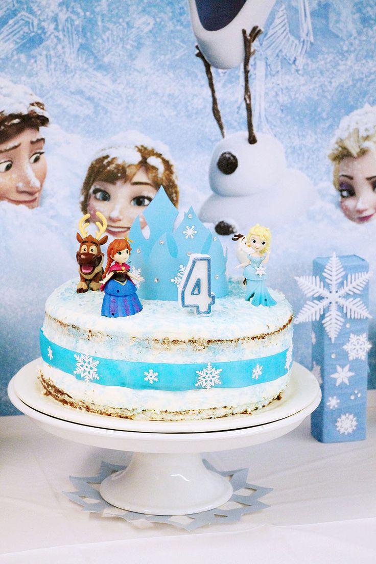 Το πάρτι Frozen που διοργανώσαμε προς τιμή της μικρής κυρίας, είχε παγωμένους κρυστάλλους και χιονονιφάδες, χιονισμένα έλατα και γιρλάντες, βασιλικά στέμματα