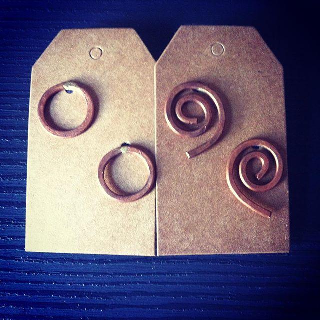 Punto e virgola - orecchini a perno, cerchio e spirale in rame. #wadada #jewelry #jewellery #bijoux #gioielli #handmade #madeinitaly #fattoamano #metalwork #instafashion #instastyles #love #instagood #follow #picoftheday #cute #accessories #rame #orecchini #cerchio #spirale #earrings #copper #circle #spiral