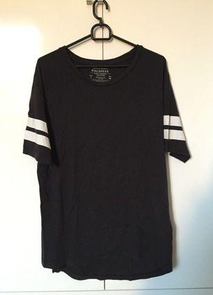 Kup mój przedmiot na #vintedpl http://www.vinted.pl/odziez-meska/koszulki-z-krotkim-rekawem-t-shirty/12564483-czarna-koszulka-pullbear