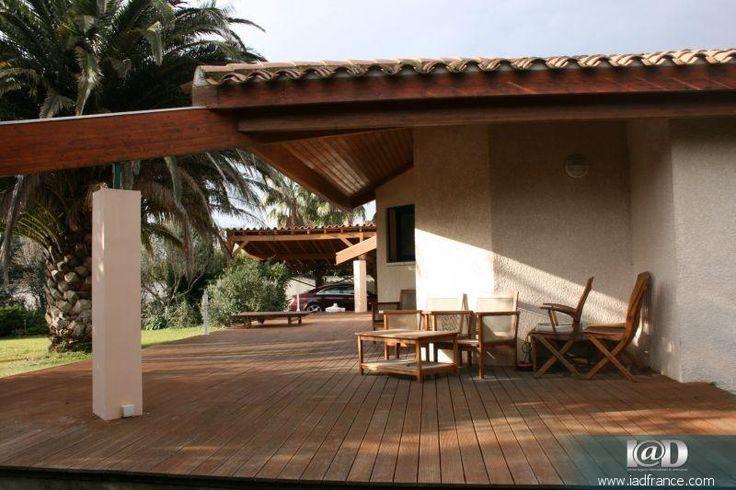 I@D France - Cyril BACOU () vous propose: Le Soler. Très belle villa contemporaine de plain pied, 170m² environ habitables sur terrain de 2000m² environ avec piscine. Autour d'un grand patio central, elle se compose d'un très grand séjour lumineux avec grandes baies vitrées et cheminée, une belle cuisine équipée, 4 chambres, une salle de bains avec douche et baignoire, une buanderie. A l'extérieur un grand parc arboré accueille une grande piscine avec son pool-house et sa cuisine d'été…