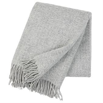 Beautiful and soft blanket in 100% ecological wool with a sober, weaved pattern. A classic and timeless blanket  from Klippan's Yllefabrik that will  keep you warm.