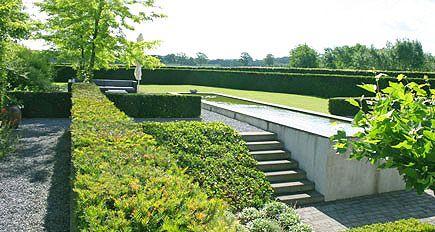 Tuinarchitect tuinontwerp strakke grote moderne achtertuin - Eigentijdse landscaping ...