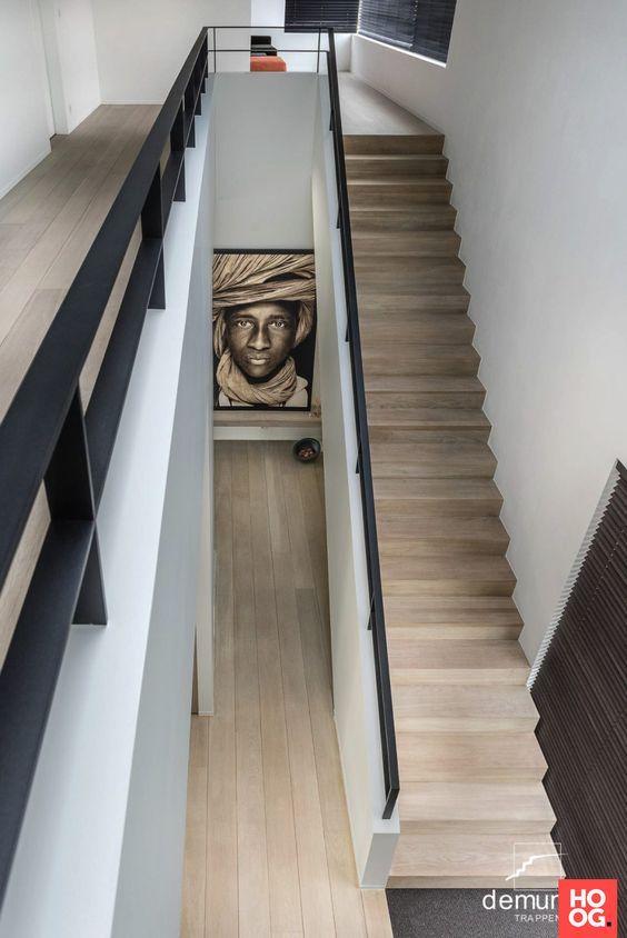 Hout toegepast op een trap of een paar treden. Mooi aangesloten op een houten vloer. Vakkundig gemaakt door familiebedrijf Verhaag. Al meer dan 110 jaar ambachtelijk.