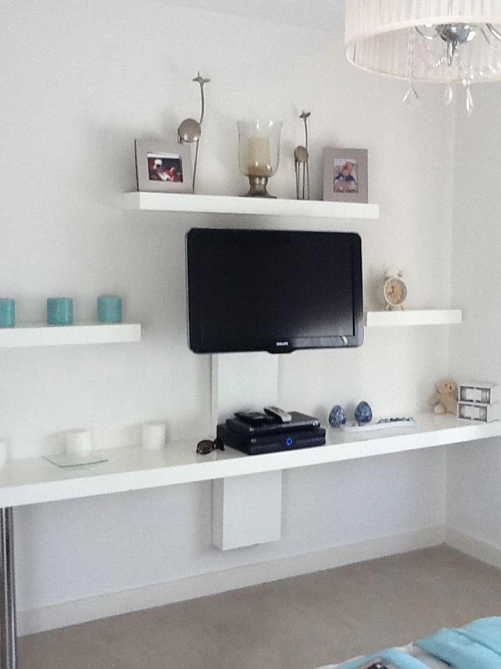 Mueble tv solucin simple para cables departamentopeque o for Casa minimalista tlalpan