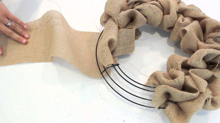 2 Minute Tutorial | How to make a Burlap Wreath