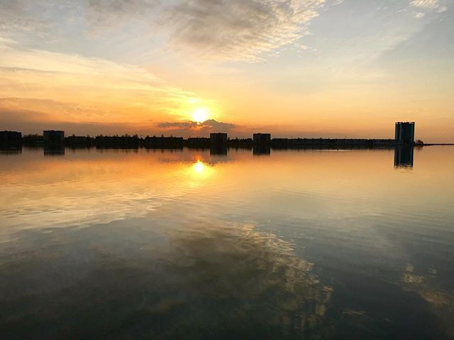 Flat water and a fascinating sunset at the lake (Binnenschelde).  #uwn_holland  #super_holland  #wonderful_holland  #instanetherlands  #holland_photolovers  #dutch_connextion  #ig_discover_holland  #aangenaambergenopzoom #vvv_brabantse_wal  #visitbrabant  #global_hotshotz  #tv_aqua  #bns_waters  #pocket_waters_  #splendid_reflections  #reflectiongram  #loves_reflections  #allbeauty_addiction  #eclectic_shotz  #heart_imprint  #gottolove_this  #worldbestgram  #fotocatchers  #amazing_shots…